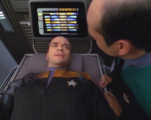 , Star Trek Voyager – Staffel 2, Teil 1: Ein Leben an der Leid-Planke